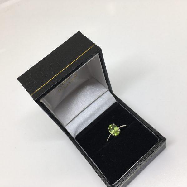 9 carat white gold peridot single stone
