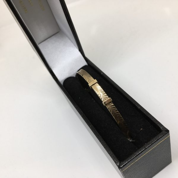 9 carat yellow gold expandable bangle