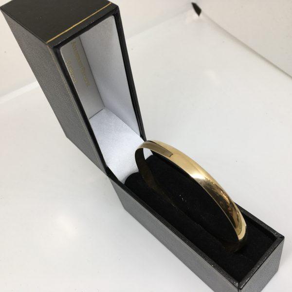 9 carat yellow gold bangle
