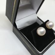 18 carat yellow gold cultured pearl stud earrings