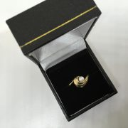 9 carat yellow gold cultured pearl and diamond ring