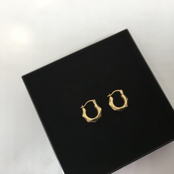 9 carat yellow gold triangular patterned hoops