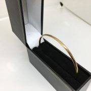 9 carat yellow gold bangle