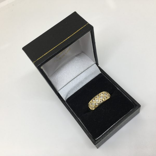 18 carat yellow gold diamond band