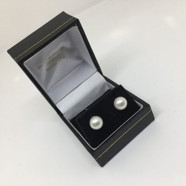 9 carat white gold cultured pearl stud earrings