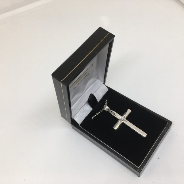 9 carat white gold diamond cross and chain