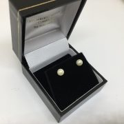 9 carat yellow gold cultured pearl stud earrings