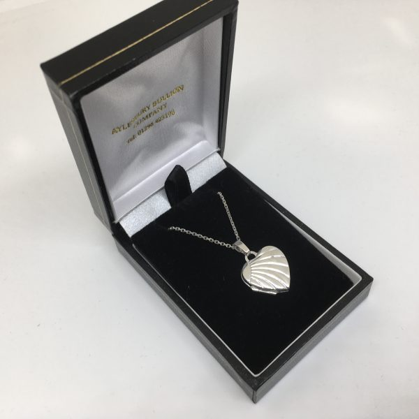 9 carat white gold heart locket and chain