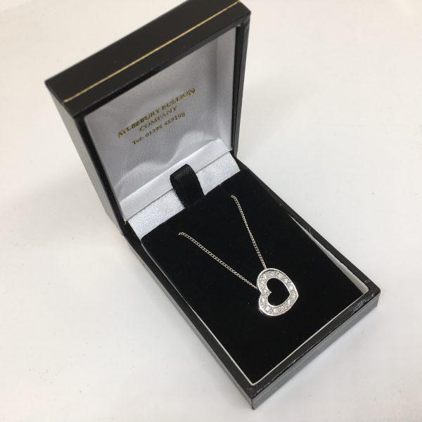 18 carat white gold diamond heart pendant and chain