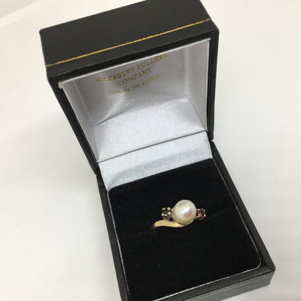 Preowned 9 carat yellow gold pearl and garnet ring