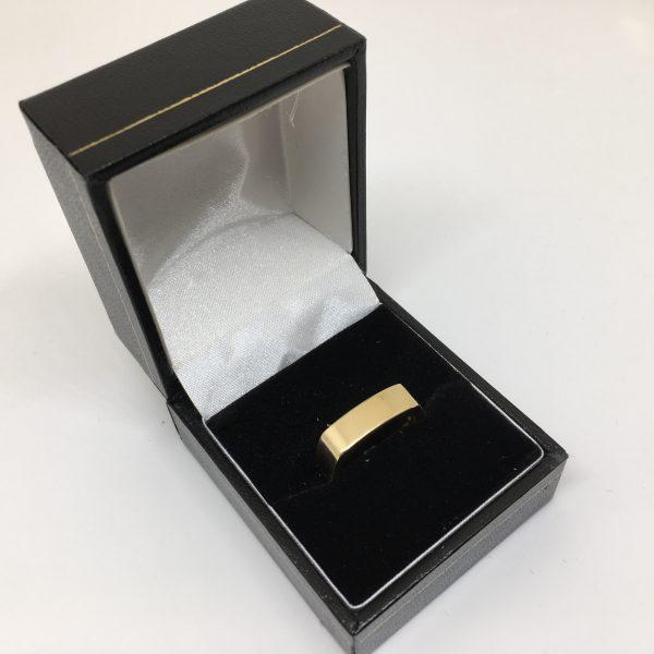 9 carat yellow gold squared design band