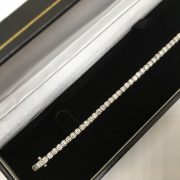18 carat white gold diamond tennis bracelet