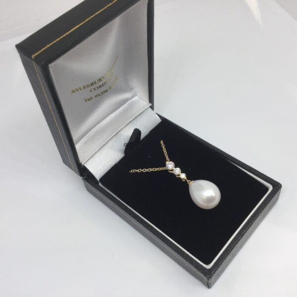 18 carat yellow gold pearl and diamond pendant and chain
