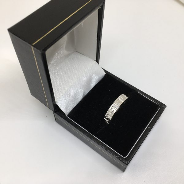 9 carat white gold 4mm Greek key band