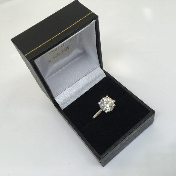 Preowned Platinum and diamond single stone diamond ring