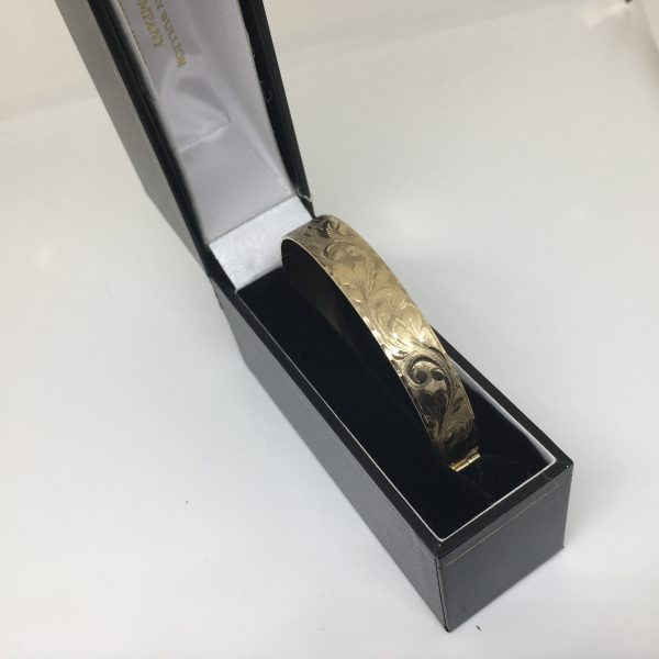 Preowned 9 carat yellow gold engraved bangle
