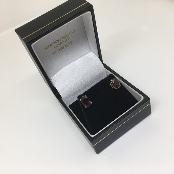 9 carat yellow gold garnet stud earrings
