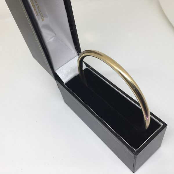 Preowned 9 carat yellow gold rounded bangle