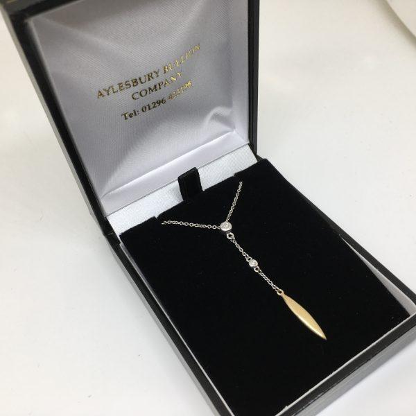 9 carat white gold diamond pendant and chain