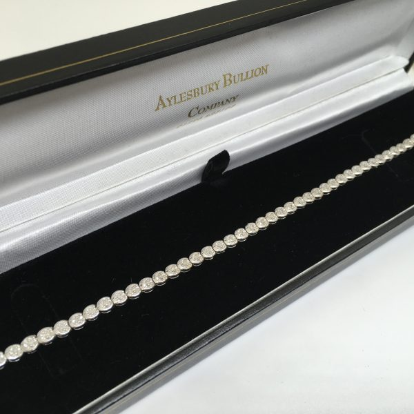 Preowned 9 carat white gold diamond tennis bracelet