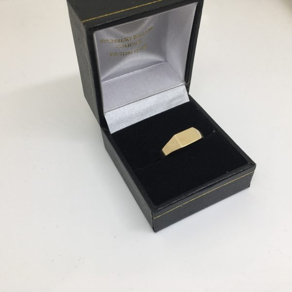 9 carat yellow gold rectangle signet ring