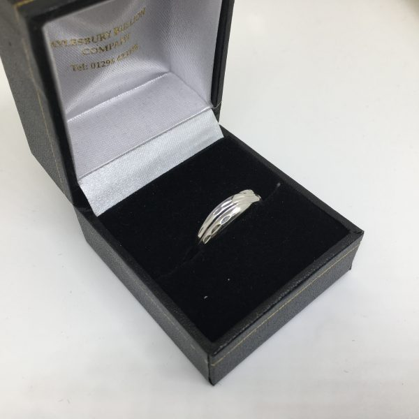 9 carat white gold textured crossover band