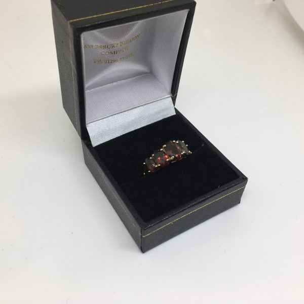 9 carat yellow gold garnet ring