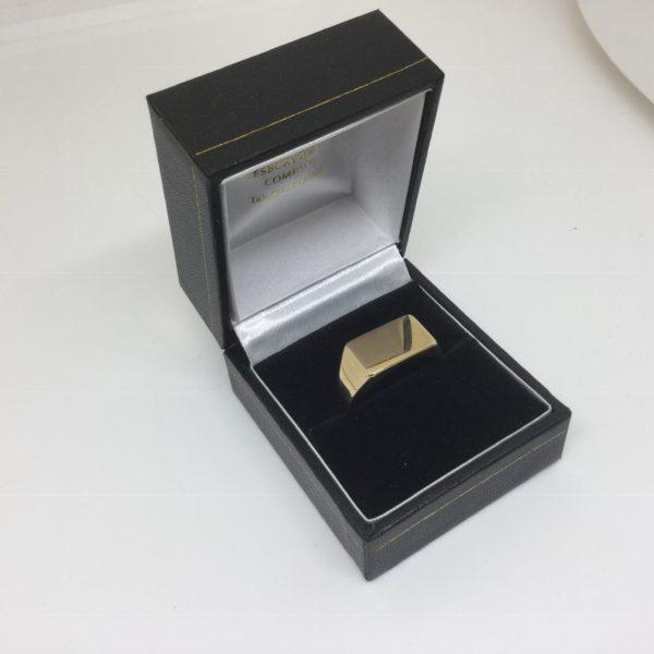 9 carat yellow gold rectangle signet ring