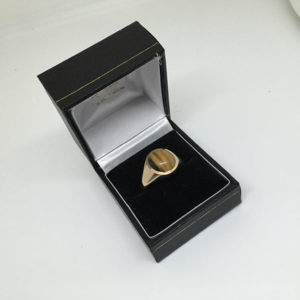 Preowned 9 carat yellow gold tigers eye signet ring