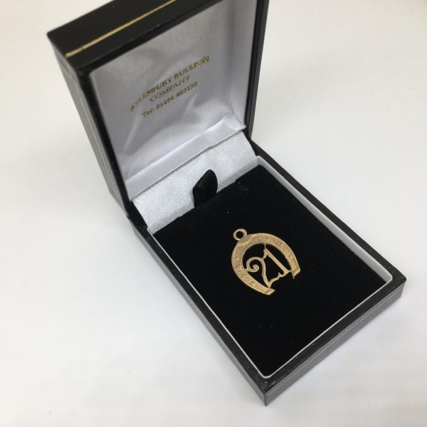 Preowned 9 carat yellow gold 21 horse shoe charm/ pendant