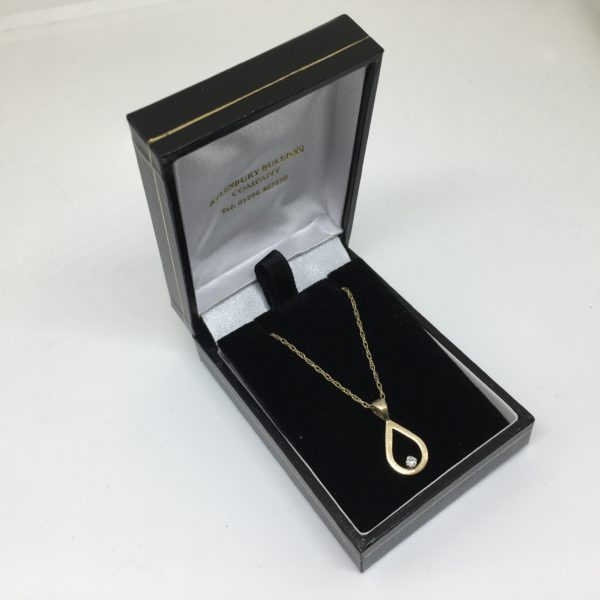 Preowned 9 carat yellow gold diamond pendant and chain