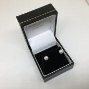 9 carat white gold pearl stud earrings