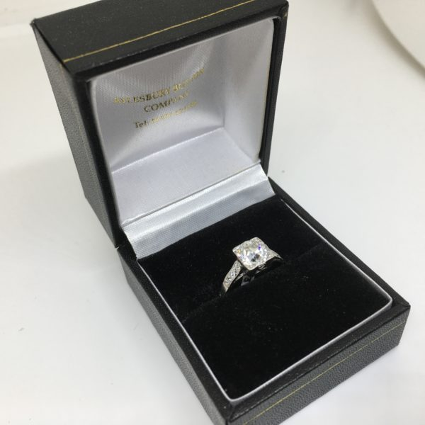 Preowned platinum diamond ring
