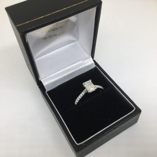 Preowned platinum and diamond ring