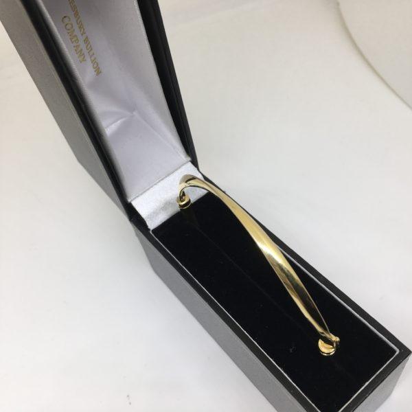 Preowned 9 cara yellow gold twist hinged bangle
