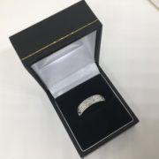 18 carat white gold patterned band