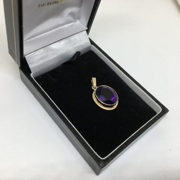 Preowned 9 carat yellow gold amethyst pendant