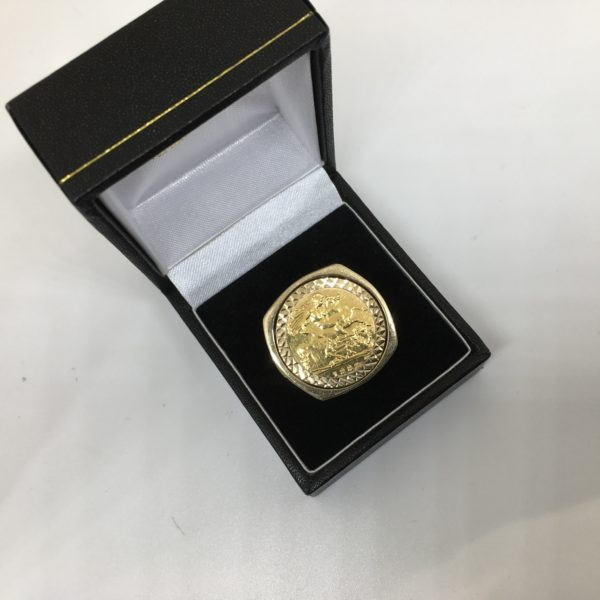 Preowned 9 carat yellow gold 1/2 sovereign coin and mount ring