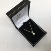 9 carat yellow gold freshwater pearl pendant and chain