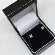 18 carat white gold diamond stud earrings