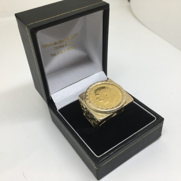 Preowned 9 carat yellow gold 1/2 sovereign ring