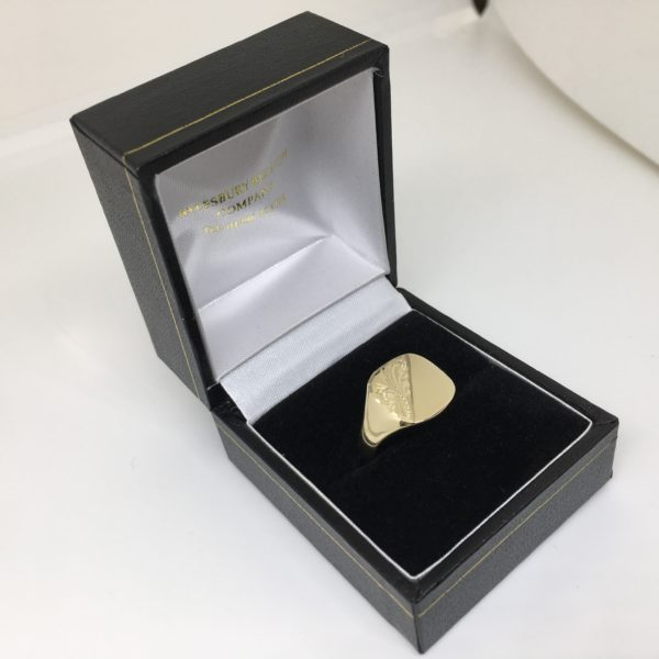 9 carat yellow gold 1/2 engraved signet ring