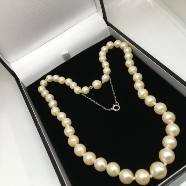 Preowned graduated cultured pearl strand