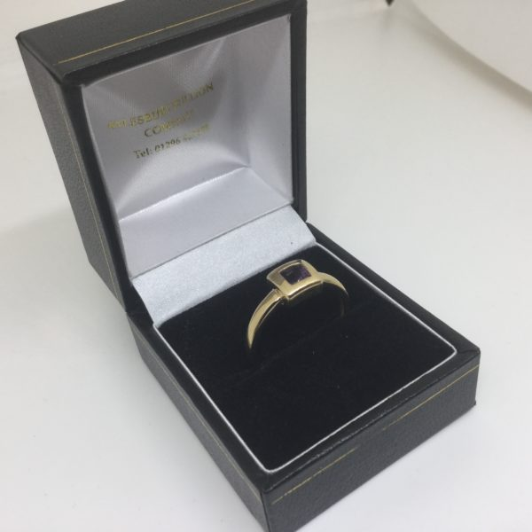 Preowned 9 carat yellow gold amethyst ring
