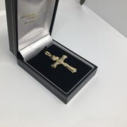 9 carat yellow gold crucifix pendant