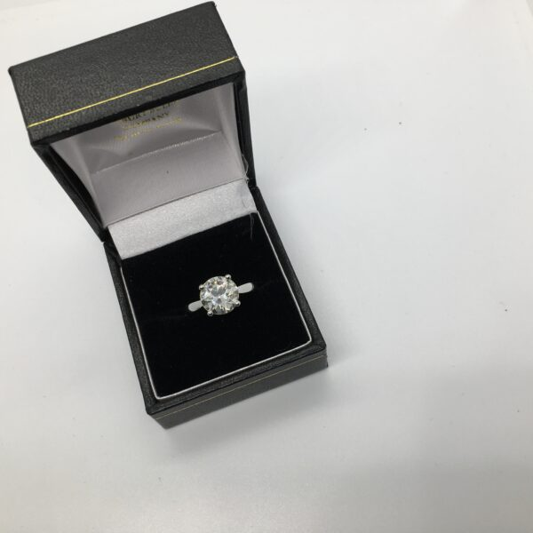 Preowned platinum single stone diamond ring