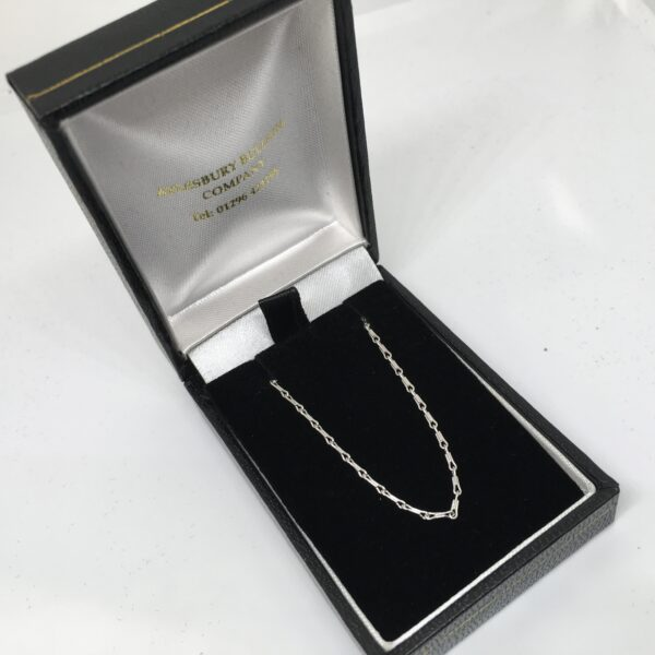 18 carat white gold fancy link chain