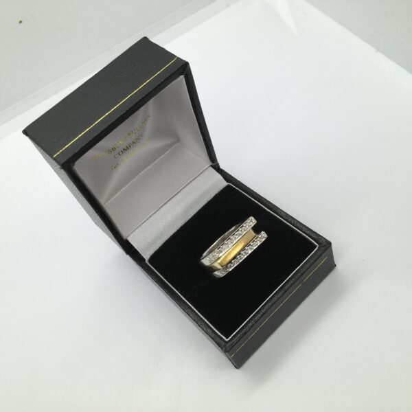 Preowned 18 carat white and yellow gold diamond ring