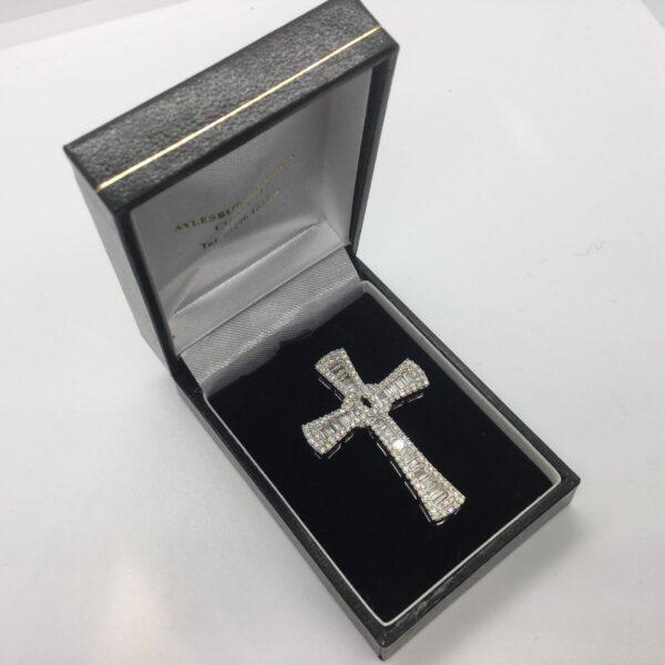 9 carat white gold diamond cross pendant