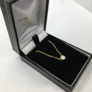 Preowned 18 carat yellow gold diamond pendant on a curb chain